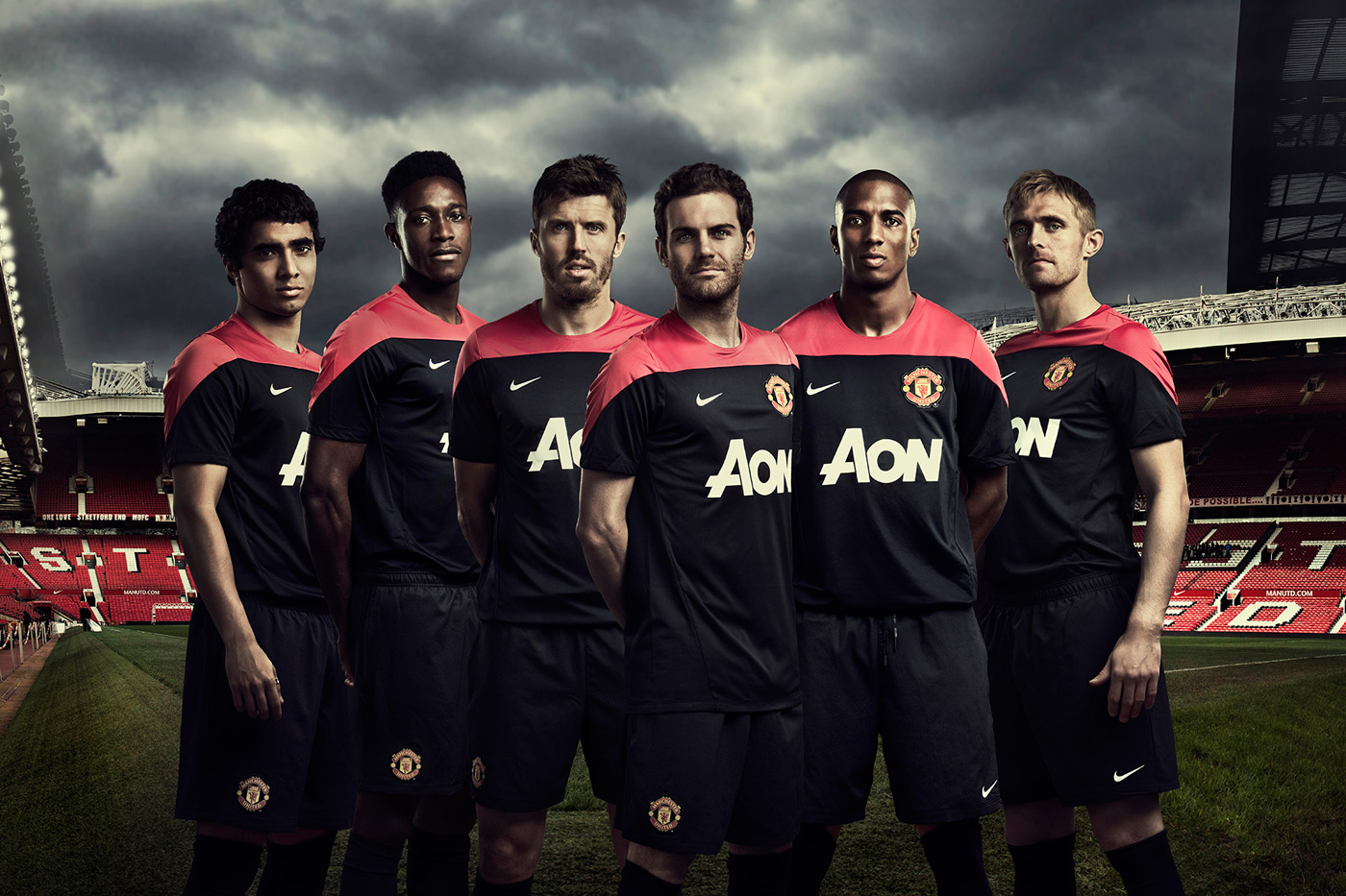 Фото © Фейсал Альбишер. Реклама футбольной команды